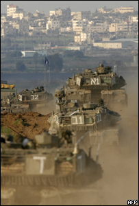Los tanques de camino a la Franja de Gaza.