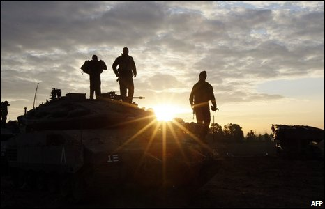 Israeli soldiers prepare their tanks at their position on the Israeli side of the Israel-Gaza border on 11 January 2009