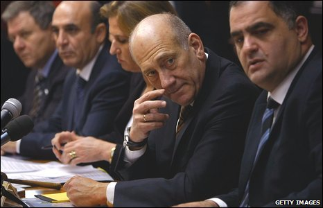Israeli Prime Minister Ehud Olmert (2nd R) waits for the media to leave before a weekly cabinet meeting in Jerusalem on 11 January 2009