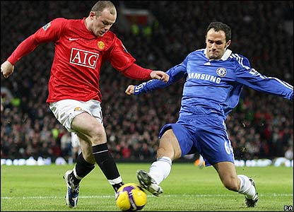 Rooney looks to beat Carvalho