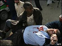 Un herido es llevado a unhospital de Gaza