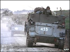 Israeli troops move in the Gaza Strip (12.1.09)