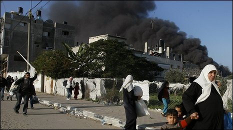 Gazan residents flee the Zeitoun district of Gaza City