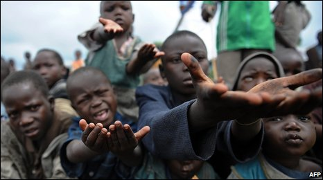 Congolese displaced children beg for biscuits