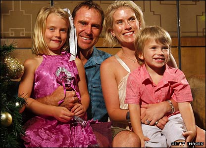 Matthew Hayden with his wife and children on Christmas Day 2008