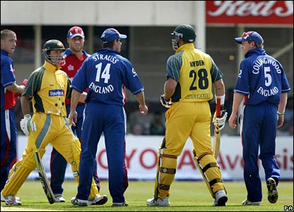Australia captain Ricky Ponting steps in to defuse a row between Hayden and fast bowler Simon Jones (far left)