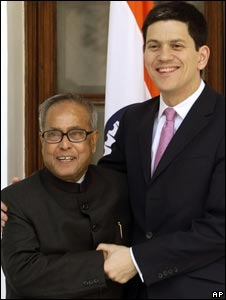 British Foreign Secretary David Miliband (r) with Indian Foreign Minister Pranab Mukherjee in Delhi on Jan 13, 2009