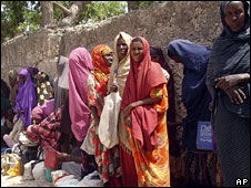 Internally displaced Somalis queue for food being distributed by the United Nation outside Mogadishu