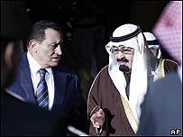 Hosni Mubarak (izq.) con el rey de Arabia Saudita, Abdulá bin Abdelazizde