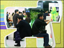 Visitors test 3G wireless network at communications show, Beijing, Oct 08