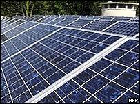 Techo con paneles de energía solar
