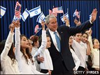 Буш приветствует израильских детей