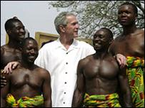 Буш с ганскими танцорами