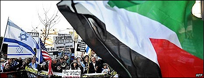 Manifestación a favor de Israel y a favor de los palestinos en Los Ángeles