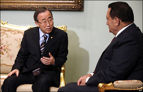 Egyptian President Hosni Mubarak, right, meets with United Nations Secretary-General Ban Ki-moon at the Presidential palace in Cairo, Egypt