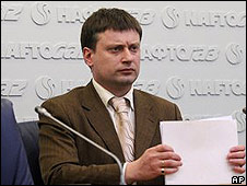 Naftogaz spokesman Valentin Zemlyansky talks to the media in Kiev, Ukraine, March 5, 2008 (AP/Sergei Chuzavkov)