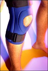 Una pierna con una rodillera