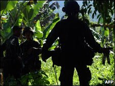 Philippine soldier patrols Jolo Is, 2007