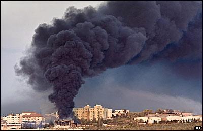 Humo en la Ciudad de Gaza tras bombardeo, este jueves