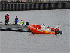 Fire Service boat at pontoon (photo from Calum Pearson)