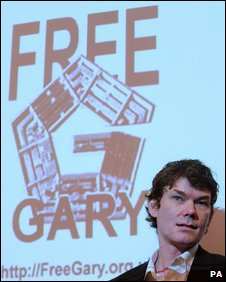 Gary McKinnon at the press conference in London today