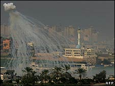 Israeli artillery shell explodes over Gaza on 16/1/09