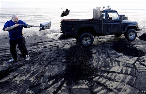 Man shovelling sea coal