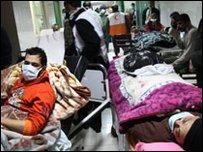 مرضى في أحد أروقة مستشفى القدس