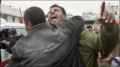 A Palestinian man reacts after hearing the news of the death of his relative in Gaza City. Photo: 16 January 2009
