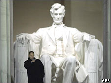 A Secret Service agent stands in front of the Lincoln Memorial, Washington DC