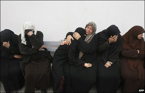 Palestinian women mourn a relative killed during Israeli strikes over a UN-run school early on 17 January 2009