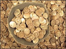 The haul of coins (Photo: Suffolk County Council Archaeological Service)