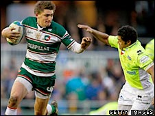 Toby Flood takes on Treviso full-back Brendan Williams