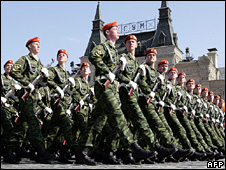Russian soldiers parade in Red Square in Moscow (9 May 2006)