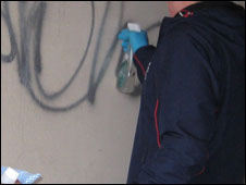 Offender cleans up graffiti