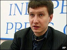 Russian lawyer Stanislav Markelov speaking in Moscow (February 2005)