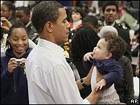Барак Обама с мальчиком