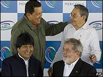 Hugo Chávez, Raúl Castro, Evo Morales y Luiz Inacio Lula da Silva