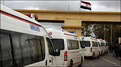Ambulances line up at the Rafah crossing point on Egypt's border with Gaza. Photo: 18 January 2009