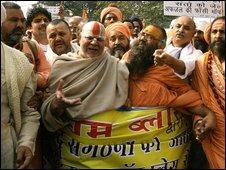 Hindu holy men protest in Delhi