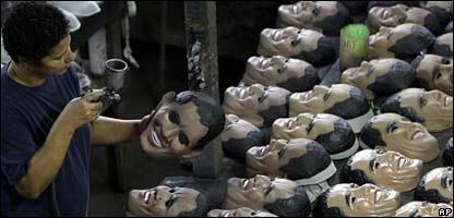 F�brica de m�scaras con el rostro de Barack Obama
