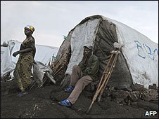 People in a camp for displaced people on the outskirts of Goma, DR Congo (10/01/2009)