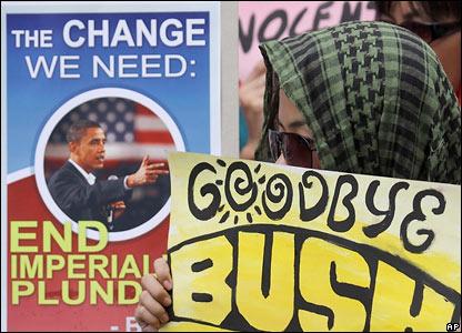 Демонстранты на Филиппинах рады не только приходу на пост президента США Барака Обамы, но и уходу Джорджа Буша