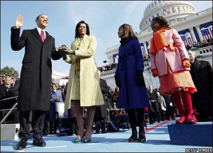 Барак Обама приносит президентскую присягу