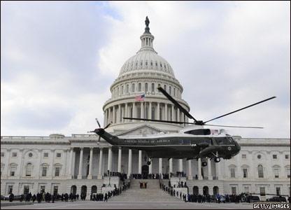 Президентский вертолет на фоне Капитолия
