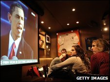 London diners watch Obama inauguration speech