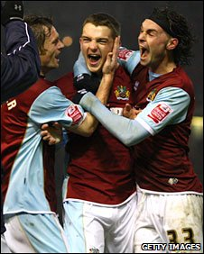 Jay Rodriguez (centre) celebrates with Graham Alexander (left) and Chris Eagles (right)