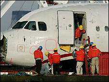 Investigators examine US Airways Airbus A320 - 20/1/2009
