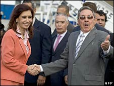 Argentine President Cristina Fernandez de Kirchner (left) and Cuban President Raul Castro in Havan. Photo: 21 January 2009