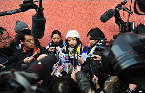 A group of tearful parents, including Jiang Yalin, call for urgent research into the long-term effects of the chemical during a media briefing held on a Beijing pavement on 2 January 2009